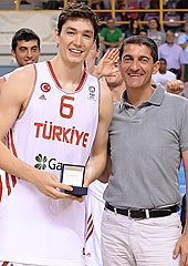 FIBA Europe Board member Jean-Pierre Siutat presents Cedi Osman with the MVP Award